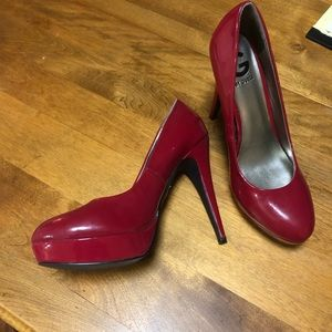 Candy Apple 🍎 red pumps by Guess
